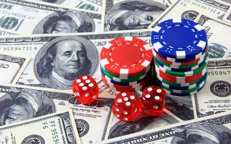 Play Casino Games For Free vs Real Money | The Pros & Cons